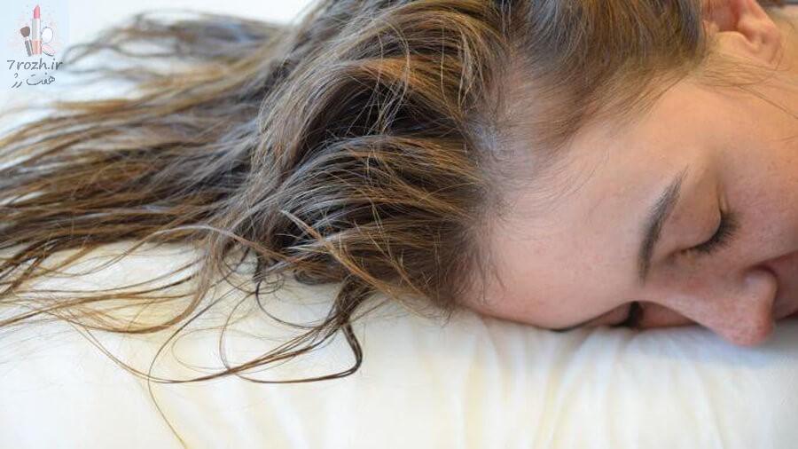 عوارض خوابیدن با موهای تر