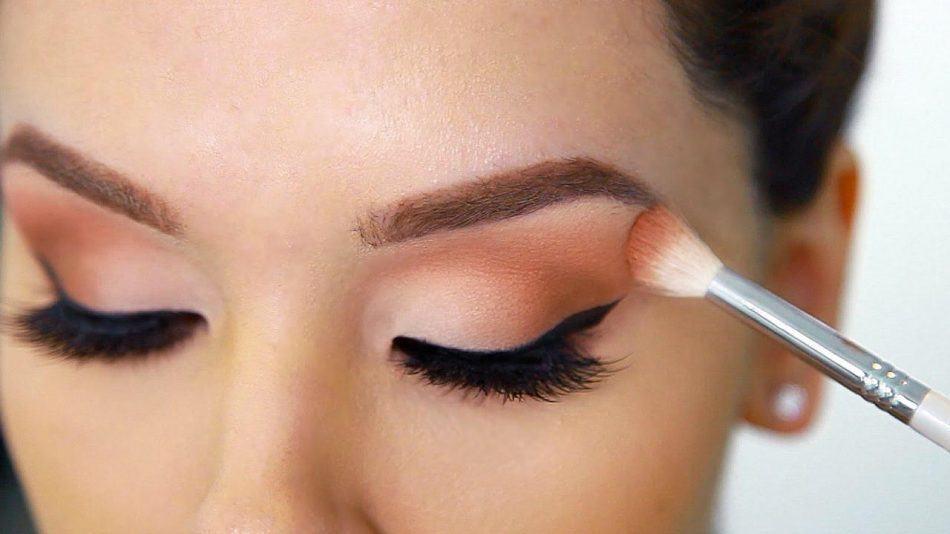19 نکتهی پراهمیت برای آرایش چشم